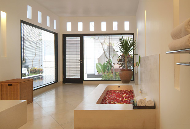 En-suite Bathroom - Villa Seminyak Estate & Spa